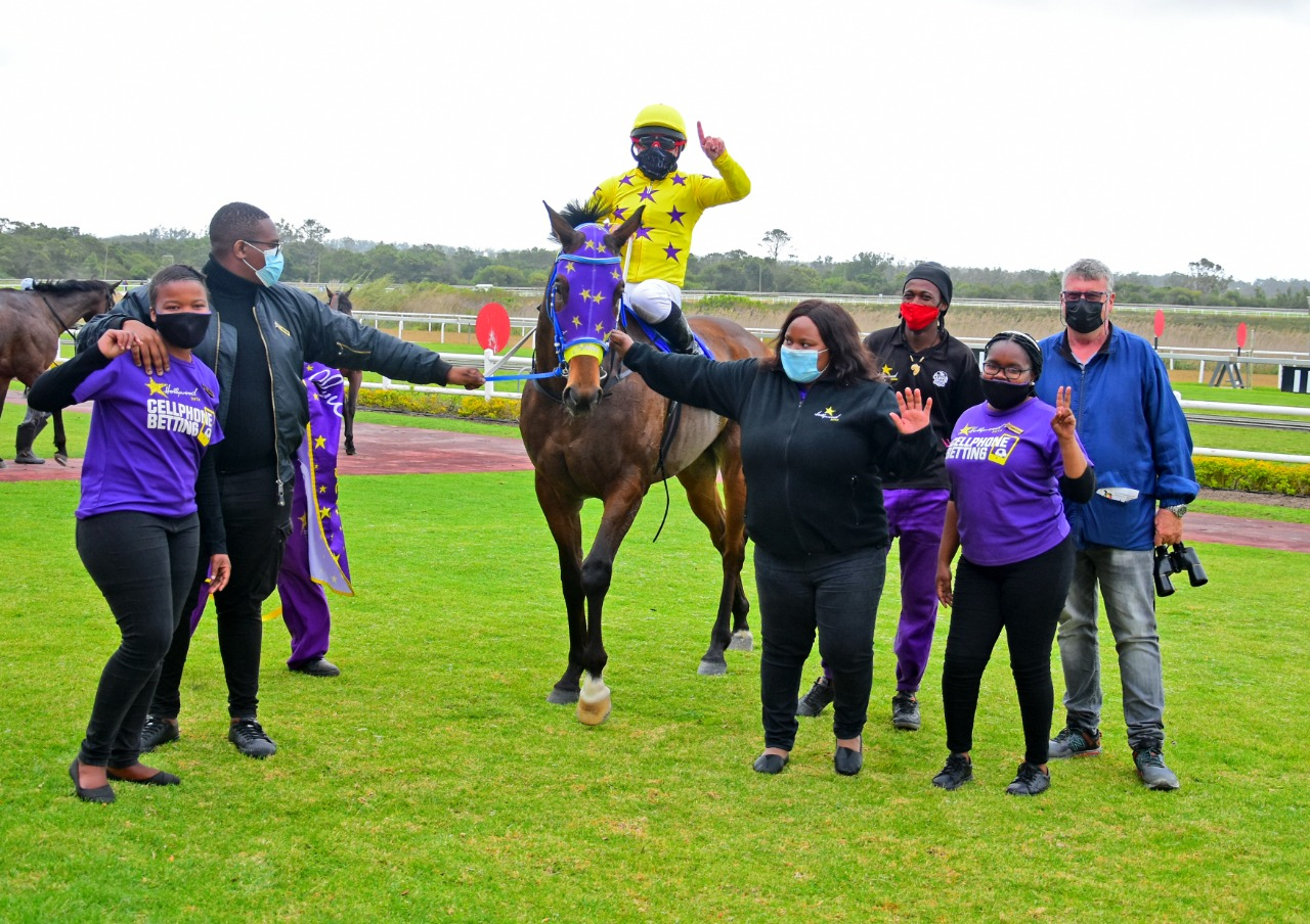 The horse ZIG ZAG being led in by the Hollywoodbets team at Fairview
